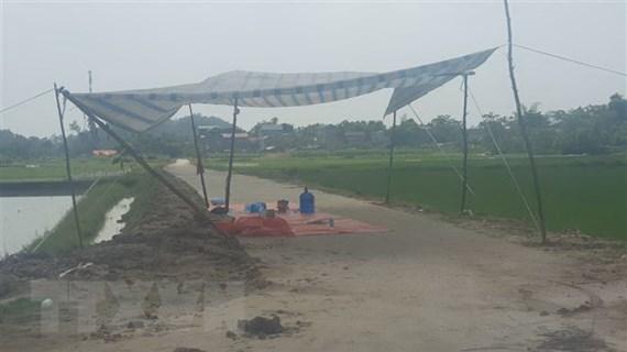 Hà Nội: Vận động người dân không chặn xe vào bãi rác Nam Sơn