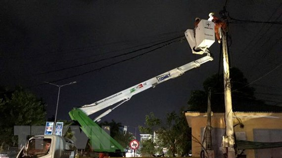 Khắc phục sự cố lưới điện sau cơn bão số 5 tại Thừa Thiên-Huế