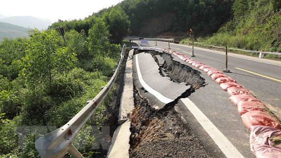 [Photo] Giao thông Quảng Bình bị thiệt hại nặng nề do mưa lũ