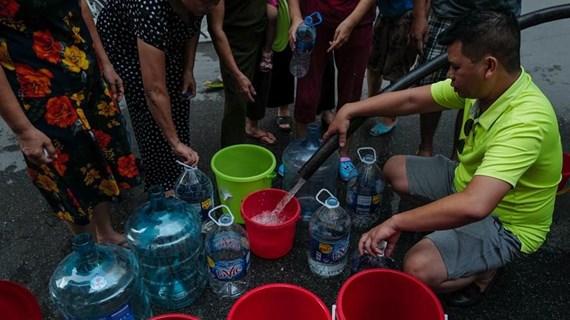 Tạm 'treo' cấp nước chưa rõ thời hạn để xúc rửa đường ống sông Đà