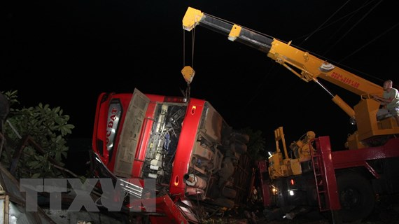 Đắk Lắk: Lật xe khách giường nằm, 1 người chết, 10 người bị thương
