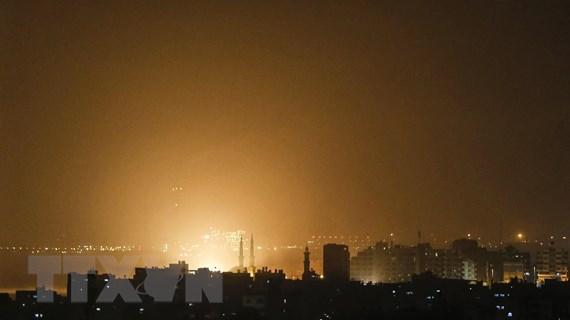 Israel không kích Gaza trả đũa vụ phóng rocket vào gần Tel Aviv