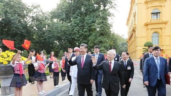 Lãnh đạo Việt-Trung gửi điện mừng kỷ niệm 70 năm quan hệ ngoại giao
