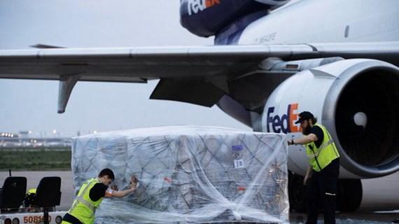 Tổng thống Mỹ Trump cảm ơn Việt Nam chuyển 450.000 bộ quần áo bảo hộ