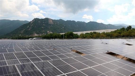 Ồ ạt đầu tư điện mặt trời: Lưới truyền tải không theo kịp