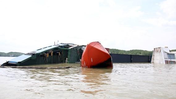 TP.HCM: Khẩn trương khắc phục sự cố chìm tàu trên sông Lòng Tàu