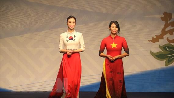 Tưng bừng Ngày hội Doanh nhân - Lễ hội áo dài tại Hàn Quốc