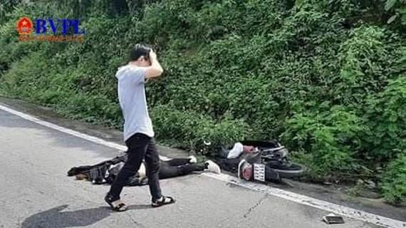 Thừa Thiên Huế: Xe máy va chạm với xe đầu kéo, hai người thương vong