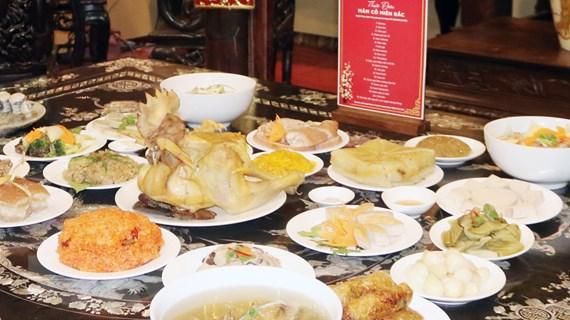 Kiều bào ấn tượng với ẩm thực truyền thống ngày Tết dân tộc