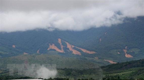 Quảng Trị: Núi Tà Bang nứt dài 200m, di dời khẩn cấp 165 người dân