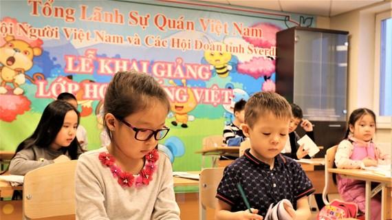 Nâng cao hơn nữa công tác người Việt ở nước ngoài trong tình hình mới