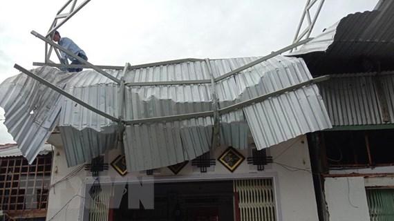 An Giang: Dông lốc làm 1 người chết, hơn 600 căn nhà bị sập