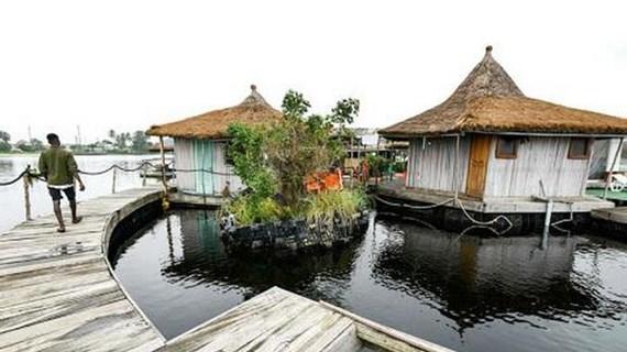 [Video] Resort độc đáo trên 'đảo nổi' làm từ rác thải nhựa