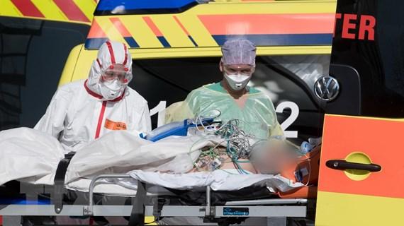Dịch COVID-19: Số ca tử vong toàn cầu vượt quá 30.000 người