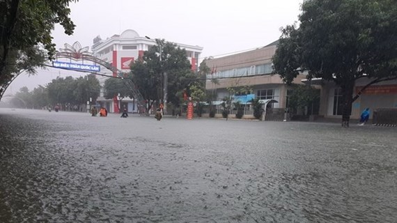 Bão số 8 cách quần đảo Hoàng Sa 450km, mưa xuất hiện trên cả nước