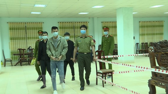 Bàn giao 3 người nước ngoài nhập cảnh trái phép cho công an Quảng Ninh