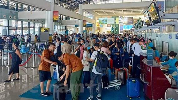 Hạn chế người đón, tiễn tại sân bay Nội Bài, Tân Sơn Nhất dịp 30/4