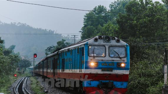 Ngành đường sắt tạm ngừng chạy tàu từ Hà Nội đi nhiều địa phương