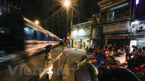 Vốn bảo trì đường sắt: Tiền đã có nhưng vẫn nợ lương công nhân