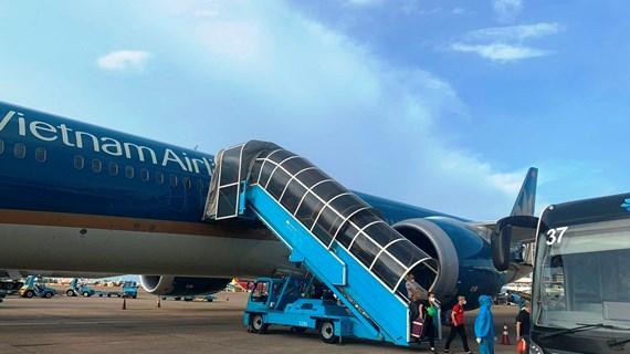 Đưa tàu bay lớn nhất Việt Nam chở 300 y bác sỹ vào TP.HCM chống dịch