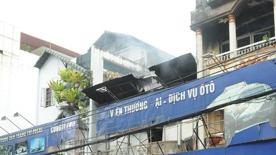 TP.HCM: Công ty cháy lớn lan sang nhà dân, thiêu rụi nhiều tài sản