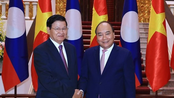 Việt Nam-Lào sánh bước trên con đường phát triển phồn vinh