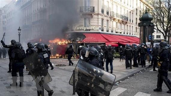 Pháp cấm biểu tình tại một số khu vực nhằm tái lập an ninh trật tự