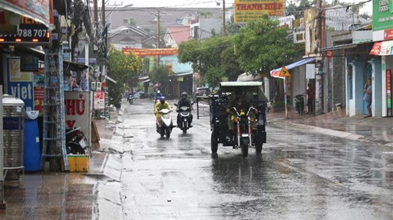 Đêm 1/6, cả nước có mưa dông, đề phòng thời tiết nguy hiểm
