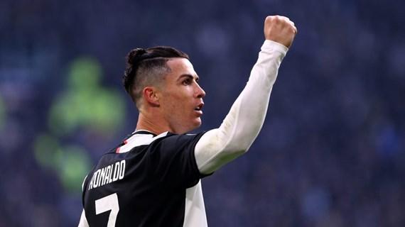 Siêu sao bóng đá Cristiano Ronaldo dương tính với virus SARS-CoV-2