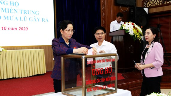 Tỉnh Hà Nam gửi tặng đồng bào miền Trung gần 2 tỷ đồng