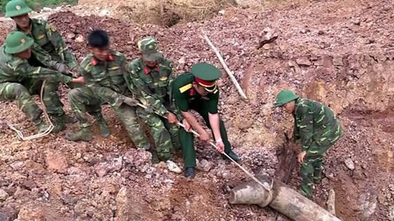 Việt Nam-Hoa Kỳ cùng chung tay làm sạch bom mìn ở Quảng Trị
