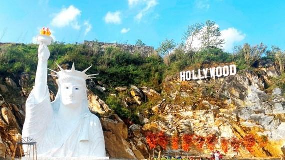 """Dừng xây dựng, đón khách ở điểm check-in """"tượng nữ thần tự do"""" ở Sa Pa"""