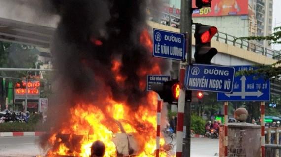 Danh tính nạn nhân vụ xe Mercedes bốc cháy khiến một người tử vong