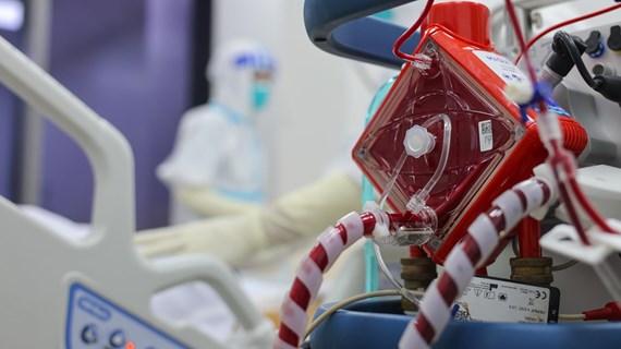 [Mega Story] Cuộc chiến thầm lặng bên trong bệnh viện hồi sức COVID-19