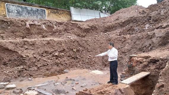 Lần đầu tiên phát hiện khu mộ gạch trong Hoàng thành Thăng Long