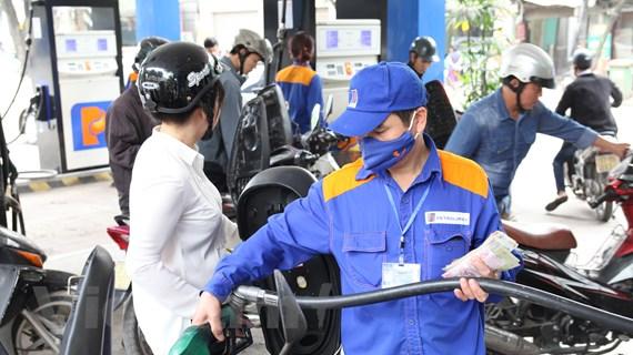 Giá xăng RON95-III tăng 351 đồng mỗi lít kể từ chiều ngày 15/11