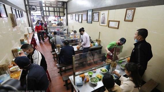 Hà Nội cho phép mở lại dịch vụ ăn uống trong nhà từ 0 giờ ngày 22/6