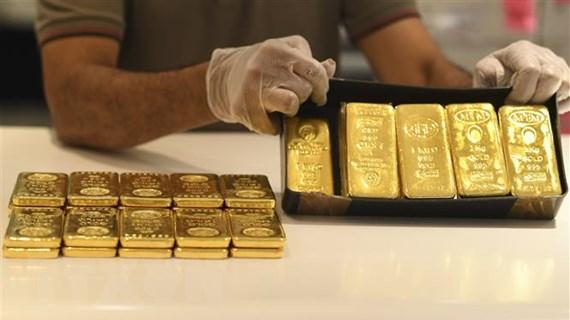Nguyên nhân nào khiến giới đầu tư đổ xô vào kim loại quý?