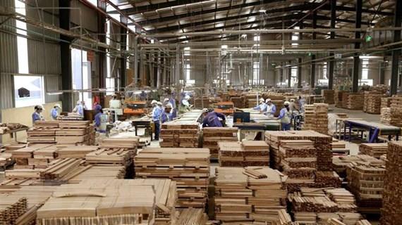 Xuất khẩu gỗ 'lội ngược dòng,' khôi phục đà tăng trưởng