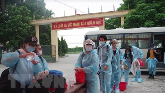 Việt Nam thêm 3 ca mắc mới COVID-19, được cách ly ngay sau nhập cảnh