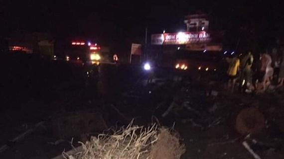 Hòa Bình: Xe tải đâm xe khách làm 3 người chết, 31 người bị thương