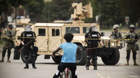 Tổng thống Mỹ thông báo sẵn sàng triển khai quân đội đối phó biểu tình
