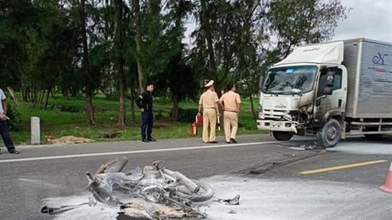 Ôtô và xe máy bốc cháy sau va chạm, 1 người tử vong khi đi cấp cứu