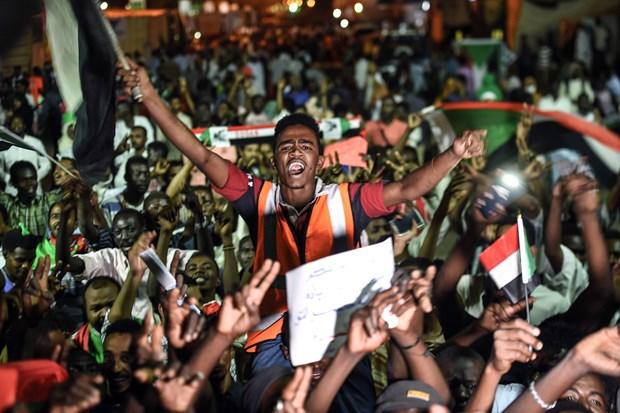Sudan: Dam phan be tac giua hoi dong quan su va phong trao bieu tinh hinh anh 1