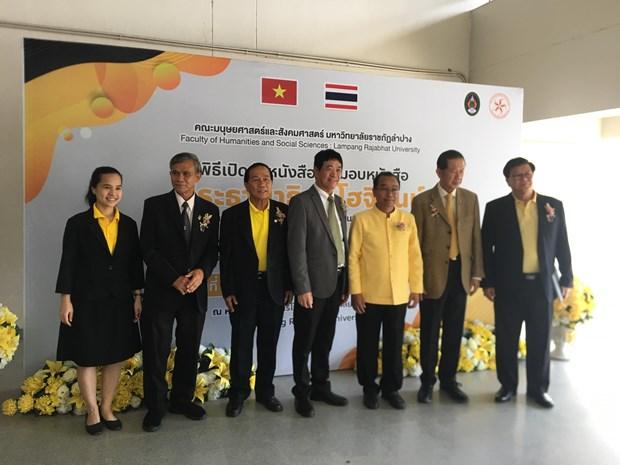 Thai Lan phat hanh va trao tang sach ve Chu tich Ho Chi Minh hinh anh 1