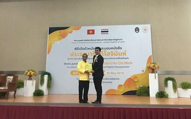Thai Lan phat hanh va trao tang sach ve Chu tich Ho Chi Minh hinh anh 3