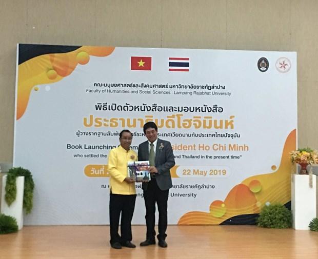 Thai Lan phat hanh va trao tang sach ve Chu tich Ho Chi Minh hinh anh 2