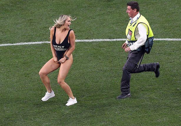 Nguoi mau ao tam gay nao loan tran chung ket Champions League hinh anh 1