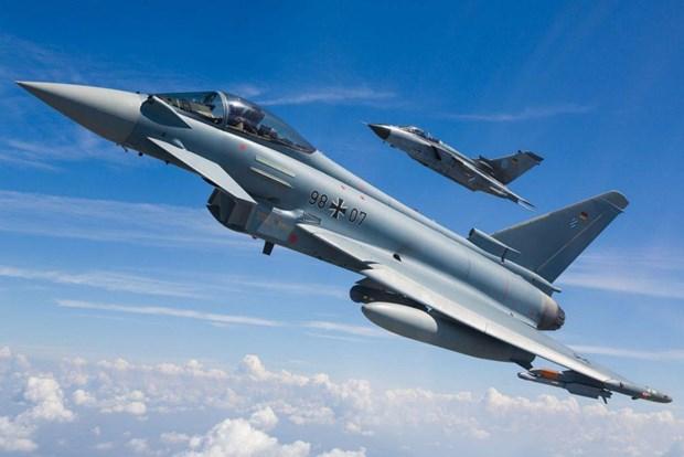 Duc: Hai may bay chien dau Eurofighter va cham tren khong hinh anh 1