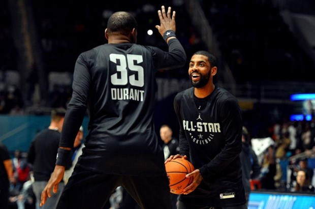 Kyrie Irving, Kevin Durant lap
